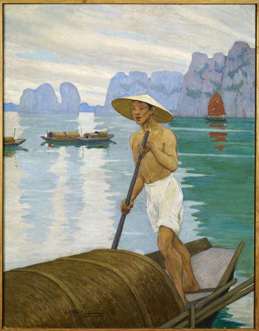 «La baie d'Ha-Long (ou Along) au Vietnam, avec plus d'un millier d'îles et d'îlots, est un site naturel qui n'a cessé de fasciner les voyageurs par sa beauté. Lucien Lièvre, lauréat en 1929 d'une bourse de voyage pour l'Indochine, fixe sur la toile le souvenir d'une navigation au milieu des embarcations traditionnelles, les sampans.»