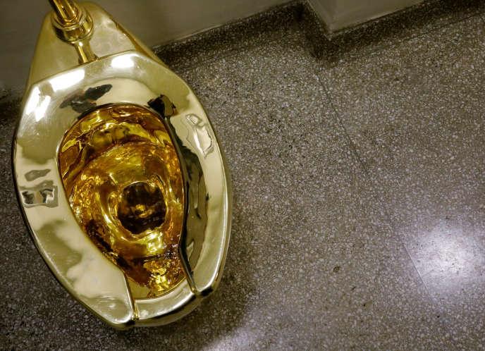 WC en or massif de l'artiste italien Maurizio Cattelan volé le 14 septembre au palais de Blenheim, dans le sud de l'Angleterre).
