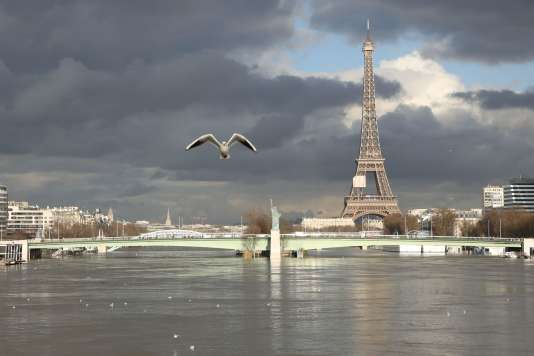 La Seine au pont de Bir-Hakeim, dans le 15e arrondissement de Paris, le 26 janvier.