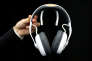 Un casque Melomind, doté de capteurs d'activité cérébrale et censé aider à contrôler le stress, est présenté au Salon high tech (CES) de Las Vegas (Nevada), le 7 janvier.