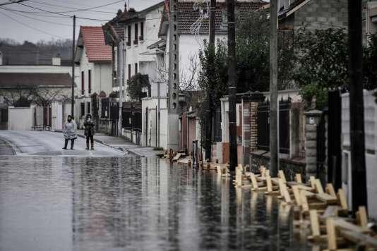 La crue de la Seine a provoqué de nombreuses inondations en Ile-de-France. Ici à Villeneuve-Saint-Georges, dans le Val-de-Marne, le 25janvier.