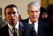 Au second plan, le procureur spécial Robert Mueller, chargé de l'enquête sur les liens entre la Russie et l'équipe de campagne de Donald Trump.