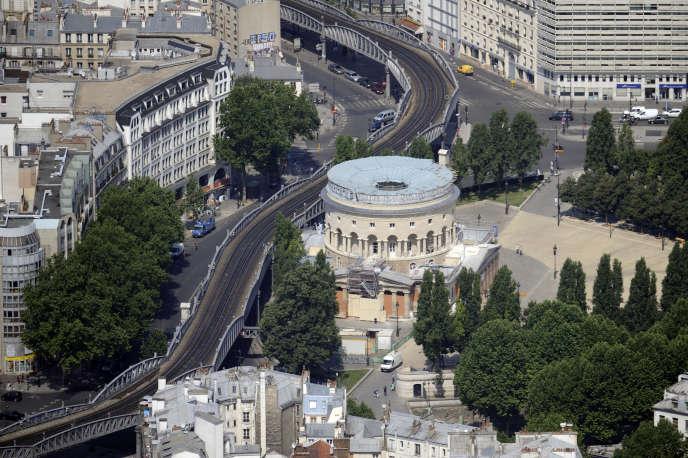 Vue aérienne du quartier de Stalingrad, à Paris, où sévit la bande à laquelle appartenait l'auteur du meurtre d'Hismaël.