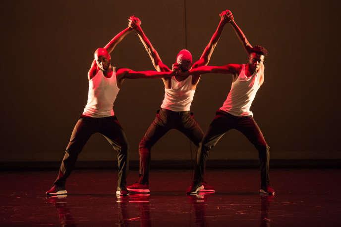 «Elektrik» de la chorégraphe Blanca Li est présenté à Suresnes Cité Danse les 30 et 31 janvier 2018.Ce spectacle s'inspire de la danse électro.