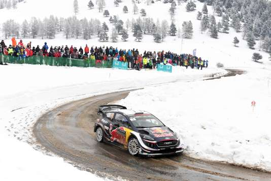 La Fiesta de l'équipage M-Sport Ford Ogier-Ingrassia, le 27 janvier, à l'assaut du col de Moissiere (1 574m).