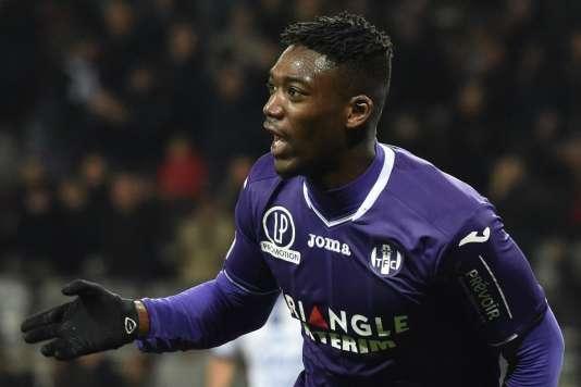 L'attaquant toulousain Yaya Sanogo célèbre son but marqué contre les Troyens le 27 janvier au stade municipal de Toulouse.