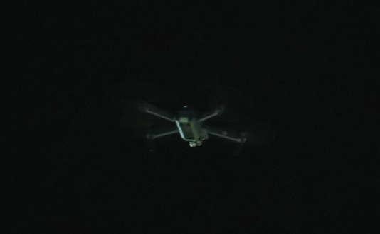 Le pilote de ce drone, photographié au-dessus du stade de Newport, en Angleterre, a été interpellé.