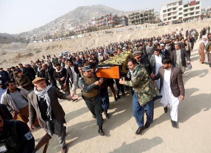 Quatre attaques ont endeuillé la capitale afghane, Kaboul, ces dix derniers jours. Ici, l'enterrement d'une des victimes, le 28 janvier.
