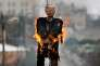 Des Palestiniens brûlent une effigie de Donald Trump dans un camp de réfugiés de Bethléem, le 27 janvier.