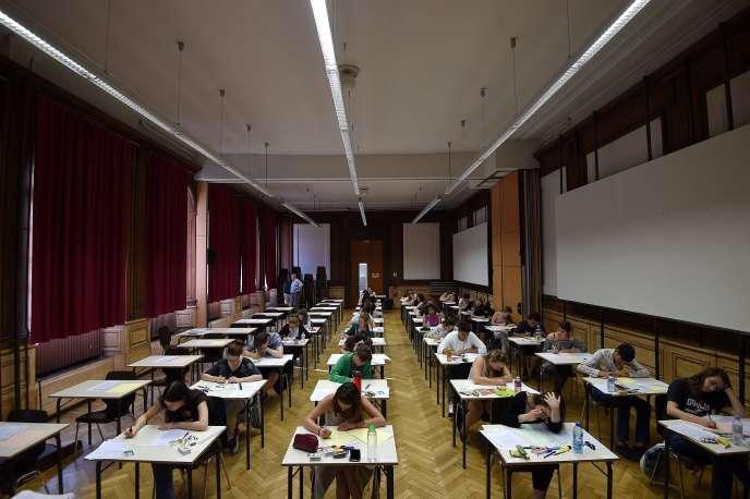 Des lycéens lors de l'épreuve de philosophie en 2017.