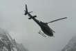 Un hélicoptère participe à l'opération de secours sur le Nanga Parbat, dans l'Himalaya, auPakistan, le 27 janvier 2018.