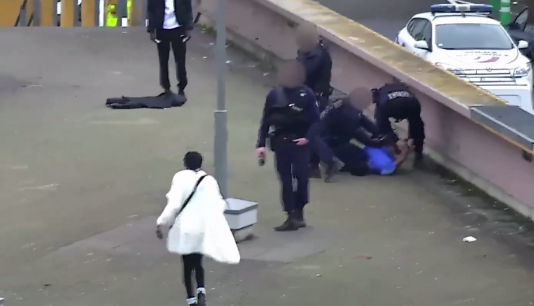 Interpellation de Théo L., filmée parles caméras de surveillance d'Aulnay-sous-Bois, le 2février 2017.