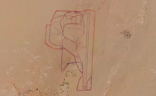 La base française de Madama se détache très clairement sur la carte, on la retrouve en quelques secondes.