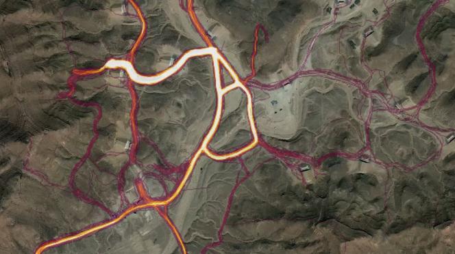 Sur cette base libyenne, on voit les trajets des joggeurs converger vers ce qui pourrait être le centre de la base.