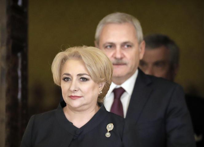Viorica Dancila, première ministre roumaine, etLiviu Dragnea, président du Parti social-démocrate, à Bucarest, le 29 janvier 2018.