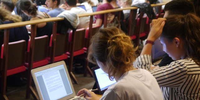 Le sociologue dénonce notamment la différence de coût de revient entre un élève de prépa et un étudiant de l'université, ainsi que des niveaux très inégaux d'encadrement.