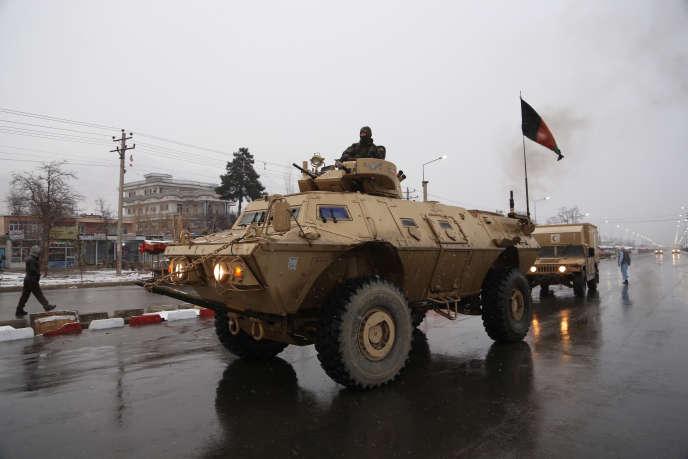 Les forces de l'ordre afghanes arrivent sur le site de l'Académie militaire d'Afghanistan, à Kaboul, le 29 janvier.