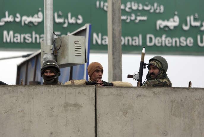 Des soldats de l'Armée nationale afghane, aux abord de l'Académie militaire Maréchal Fahim, à Kaboul,le 29 janvier.