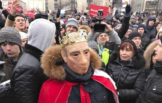 Des manifestants, partisans de l'opposant Alexeï Navalny, manifestent dans les rues de Moscou, le 28 janvier.