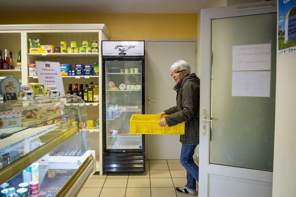 Pains et viennoiseries sont désormais livrés chaque matin par Jacqueline, la salariée qui assure depuis 1982 les tournées de la boulangerie de Saint-Gervais-les-Trois-Clochers, une commune plus importante située dans la Vienne, à quelques kilomètres de Jaulnay.