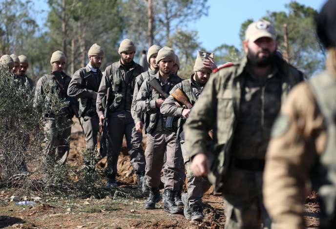 Des rebelles syriens soutenus par la Turquie près d'Azaz, dans le nord de la Syrie, le 29 janvier.