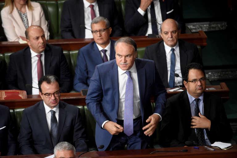 Le ministre de l'éducation tunisien Hatem Ben Salem (centre), lors d'une session parlementaire avant le vote de confiance au nouveau gouvernement, le 11 septembre 2017. Ben Salem était déjà ministre de l'éducation sous Zine El-Abidine Ben Ali, de 2008 à 2011.