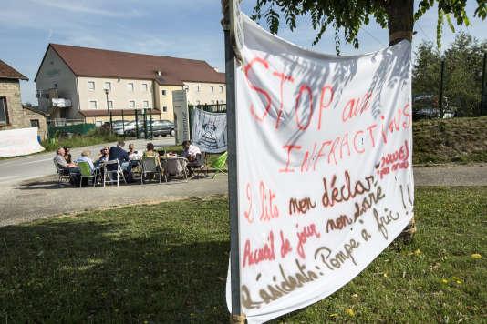 Devant l'Ehpad Les Opalines, à Foucherans (Jura), lors d'une grève, en juin 2017, qui a duré cent dix-sept jours.