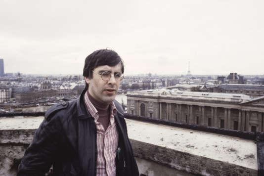 Le compositeur Renaud Gagneux photographié sur le beffroi de la mairie du 1er arrondissement à Paris, en mars 1979.
