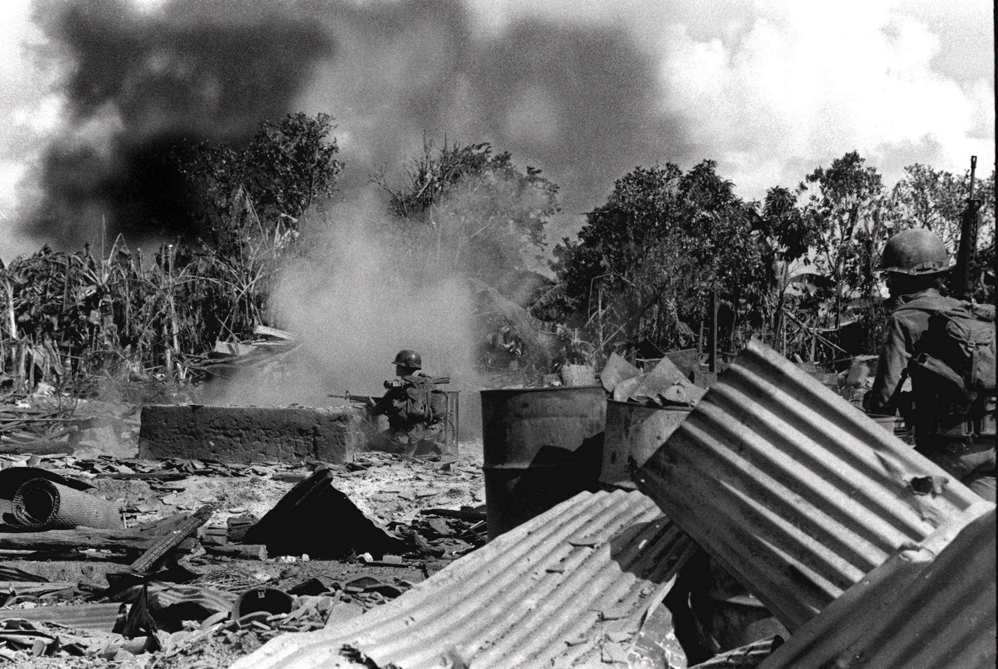 Pendant les combats, à Saïgon.