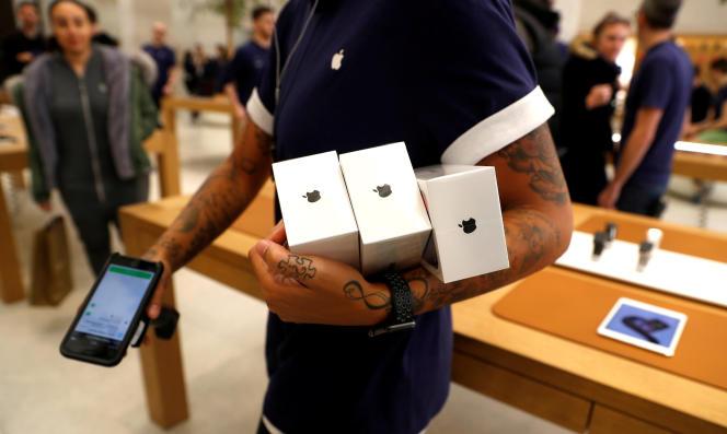 Dans un Apple Store à Londres, en novembre 2017.