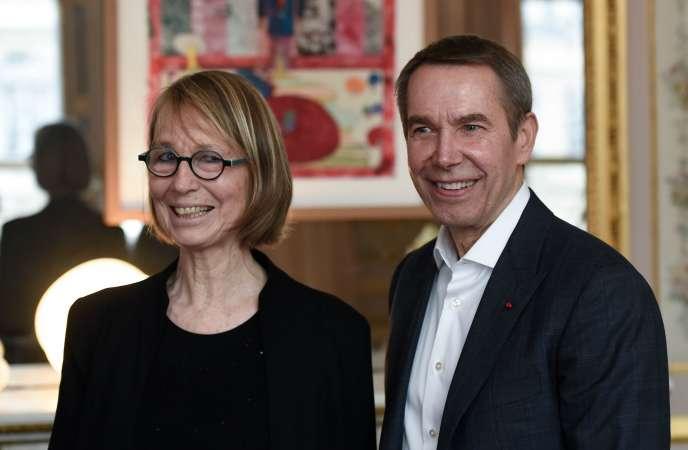 La ministre de la culture, Françoise Nyssen, et l'artiste Jeff Koons, à Paris, le30janvier2018.