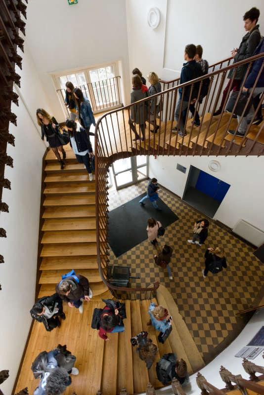 Sur le campus d'ESCP Europe, l'une des grandes écoles de commerce françaises.