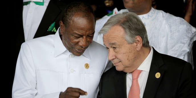 Le président guinéen Alpha Condé et le secrétaire général des Nations unies, Antonio Guterres, lors du 30e sommet de l'Union africaine, à Addis-Abeba, le 28 janvier 2018.