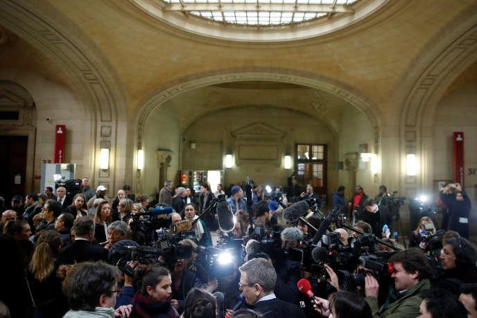 A l'extérieur de la salle d'audience où s'est tenu le procès de Jawad Bendaoud au palais de justice de Paris, le 24 janvier.