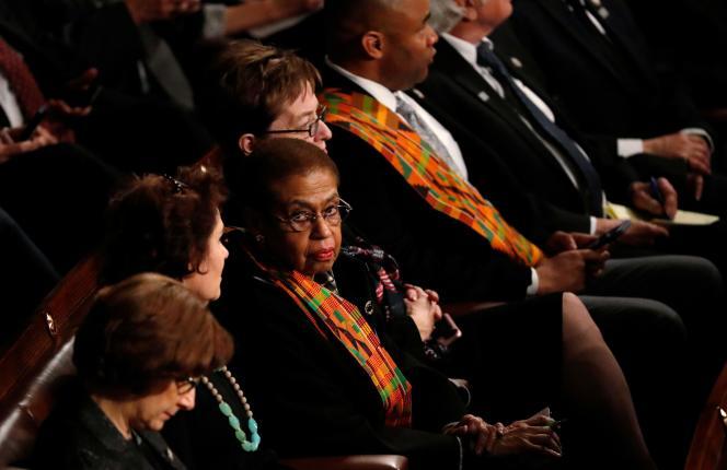 Des élus démocrates sont venus habillés en noir et porteur d'écharpes de motif Kenté, en hommage aux femmes victimes de violences, notamment sexuelles, et en signe de protestation contre les propos dégradants de Trump sur les « shithole countries ».