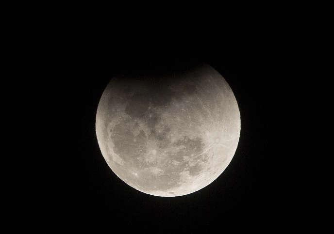 Donald Trump souhaite que des astronautes américains marchent sur la Lune d'ici 2024.