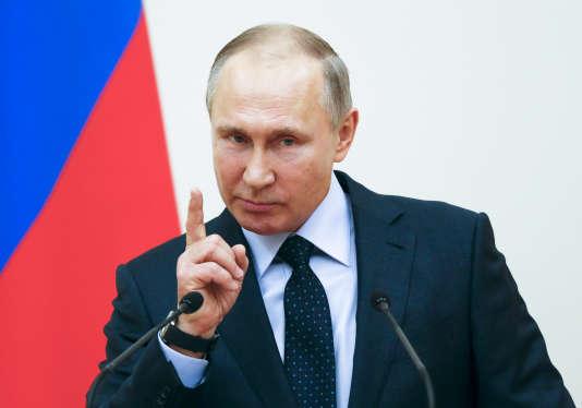 Le président russe s'est excusé mercredi auprès des sportifs russes exclus des jeux olympiques organisés cette année en Corée-du-Sud, critiquant les sanctions « étranges » du CIO.