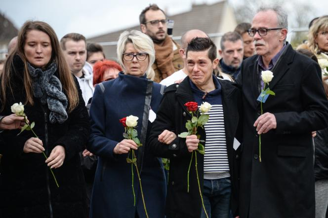 La famille d'Alexia Daval (de gauche à droite) : sa sœur Stéphanie, sa mère, Isabelle Fouillot, son mari, Jonathann, et son père, Jean-Pierre Fouillot, lors d'une marche silencieuse à Gray, le 5 novembre 2017.