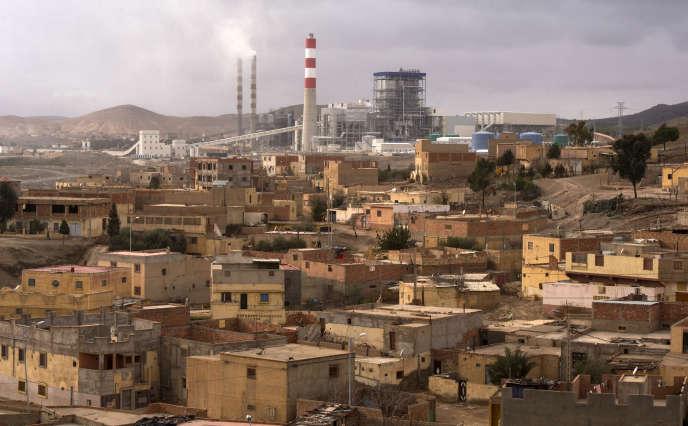 A Jerada, ancienne ville minière dans l'est du Maroc,la centrale thermique, qui utilise du charbon importé notamment de Pologne, n'apporte que peu d'emplois.