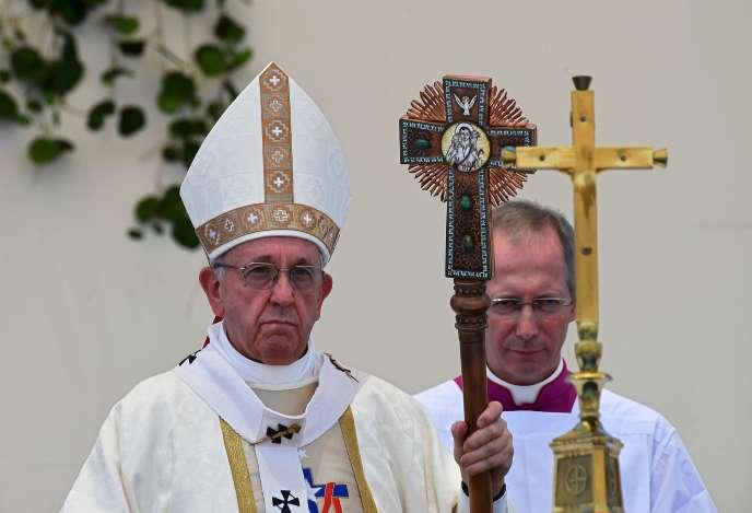 Le pape François lors de la célébration d'une messe en plein air, à Lobitos Beach (Chili), le 18 janvier.