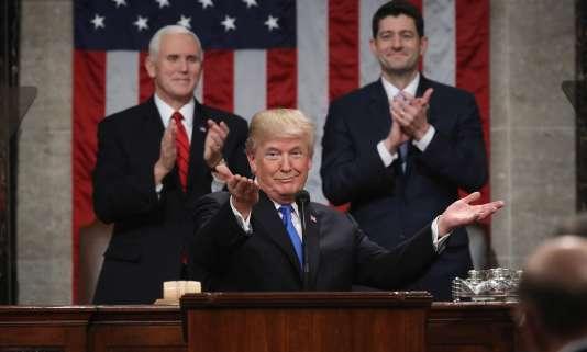 Le président Donald J. Trump au premier plan. Le vice-président, Mike Pence (à gauche), et le président de la Chambre des représentants, Paul Ryan (à droite), lors du discours sur l'état de l'Union, le 30janvier.