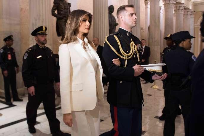 Melania Trump est arrivée séparément de Donald Trump, vêtue d'un «tailleur-pantalon ivoire de Dior, un chemisier Dolce & Gabbana et une paire de Louboutin», détaille le «New York Post».