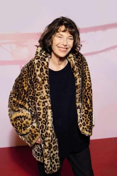 Le 1er février, Jane Birkin se produisait au Carnegie Hall de New York. Bientôt, elle sera en concert à Genève. Avant de sortir en septembre une autobiographie chez Grasset. En attendant, elle file assister à une avant-première, le cheveu ébouriffé, et vêtue d'une veste en fausse fourrure imprimée léopard nous obligeant à ressortir une vieille citation de Christian Dior (« Ne portez pas de léopard si vous êtes une femme honnête et douce »). A vous de tirer les conclusions qui s'imposent.