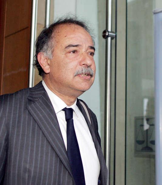 Daniel Zagury, psychologue judiciaire, quitte le tribunal de Charleville-Mézières, le 19 mai 2008, dans le nord de la France, après avoir témoigné dans le cadre du procès Fourniret.
