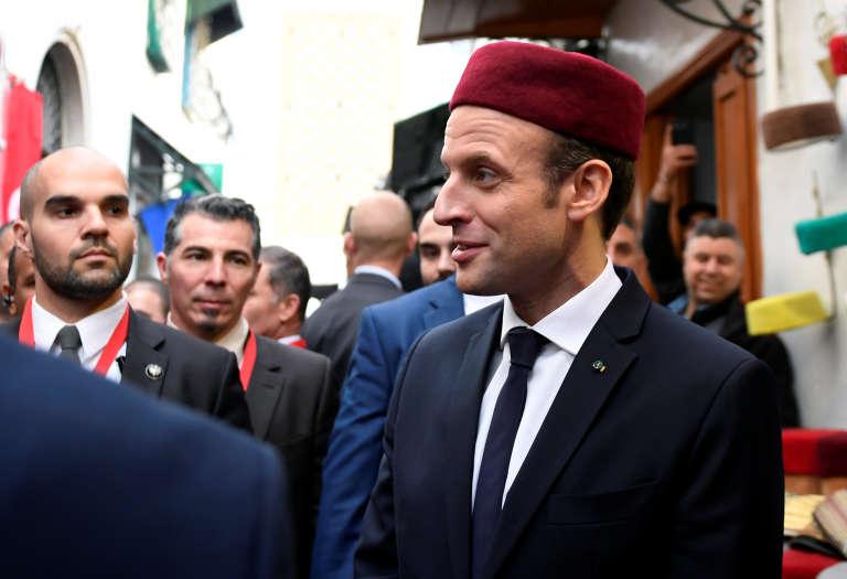 Emmanuel Macron dans la médina de Tunis, le 1er février.