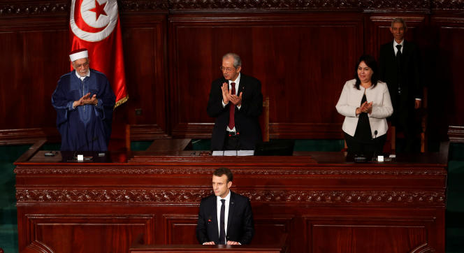 Le président français, Emmanuel Macron, à la tribune de l'Assemblée des représentants du peuple, à Tunis, le 1er février.