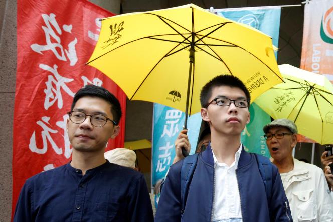 Joshua Wong et Nathan Law arrivent à leur arrivée à la Cour suprême, le7novembr2017.