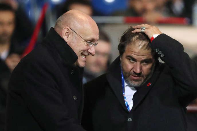 Bernard Laporte (à gauche), le président de la FFR, et Serge Simon, son vice-président, au stade Chaban-Delmas, le 10 novembre 2017, à Bordeaux.