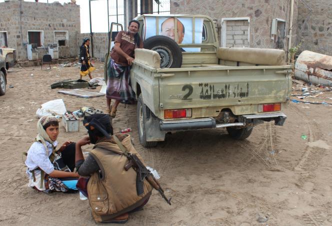 Dans un camp militaire séparatiste, à Aden, le 31 janvier. Dans le pick-up, on peut voir une affiche d'Abd Rabbo Mansour Hadi.