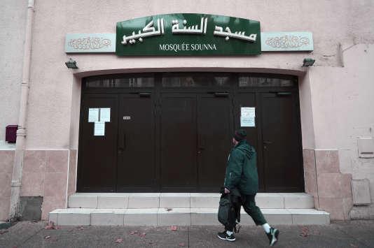 L'entrée de la mosquée As Sounna, à Marseille, le 1er décembre.